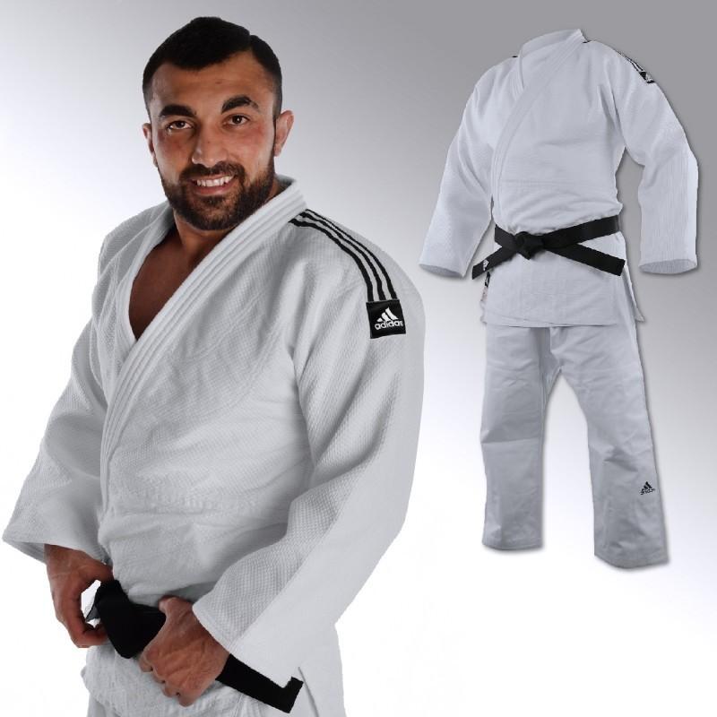 Kimono Adidas champion 2 répondant aux dernières normes IJF